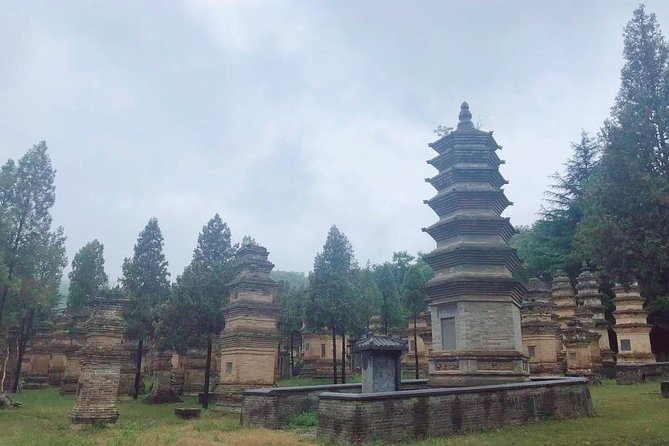 Private 3-Day Tour Featuring Shaolin Temple and other Must-See Spots in Henan, Luoyang, CHINA