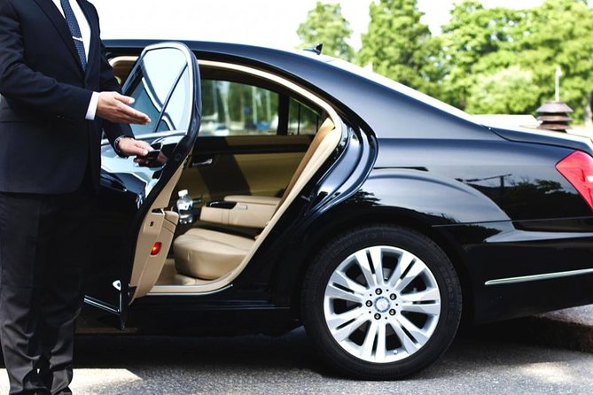 Private luxury sedan transfer, Cadillac XTS or similar luxury sedan one way from Montreal Airport to Mont-Tremblant, 3 passengers maximum.
