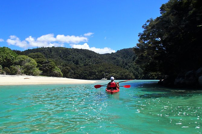 Kayak from Marahau and enjoy the many beaches along the Astrolabe Roadstead. Visit the islands, watch the seals, listen to the birdsong and kayak back to finish in Marahau.<br><br>MINIMUM 2 PEOPLE PER BOOKING