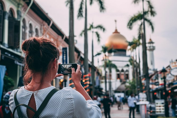 The most flexible Johor Bahru to Singapore full day private tour. Commute to dispersed attractions and respite in the air-conditioned vehicle, glimpse into the the 3 main ethnics cultural sites at Little India, Kampong Glam and Chinatown, immerse in the lush broom at Gardens by the Bay, mesmerized by the tallest indoor waterfall, photograph at The Crazy Rich Asians film's site and enjoy the bustling skyscrapper landscape at Marina Bay Sands. You may choose 7 out of the 9 attractions and dictate the duration spent within the 11 hours that fits your physical fitness level the best. Be escorted and our licensed Tour Guide will share live commentary on the go. Well-curated Singapore highlight tour for private group size up to 12 pax with luggage.<br><br>Highlights <br>* Make the best out of Singapore in Just 1 day<br>* Admire the Unique Tropical Scenic Land Ride<br>* Exclusive Tailor-made Programs on the Spot<br>* Skip the Line Singapore Discovering Tour<br>* Accompanied by Local Throughout the Journey