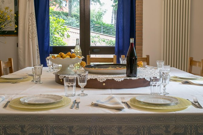 Small Group Market tour and Dining Experience at a Cesarina's home in Assisi, Assisi, ITALIA