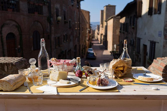 Small Group Market tour and Dining Experience at a Cesarina's home in Chianti, Chianti, ITALIA