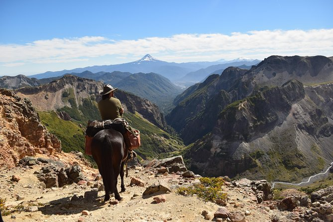 Trail riding allows us to experience the beauty of Chile in its most original form. To ensure an individual experience we rely on small personal groups.<br>