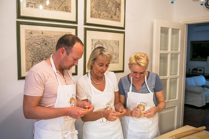 Small Group Market tour and Cooking class in Ravenna, Ravenna, Itália