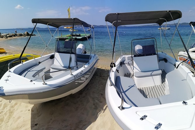 Explore the crystal waters of Ammouliani and the surrounding islands and enjoy a unique holiday experience by boat. By renting one of our boats, you have the opportunity for a whole day to explore the magnificent cluster of nine islands Amouliani.