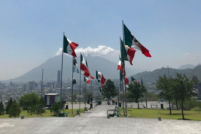 Experience the city of Monterrey with a local guide within a small group (max. 4). You will visit the main points of interest including Mirador del Obispado, Basílica del Roble, Catedral Metropolitana de Monterrey, Macroplaza and Museo del Palacio.