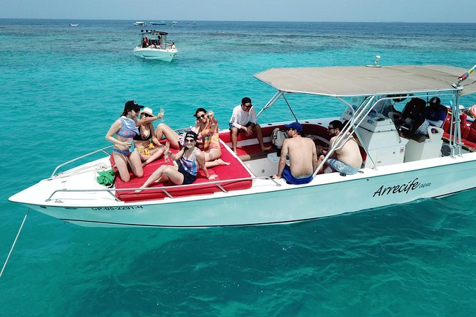 We offer you a selection of the most beautiful and paradisiacal destinations that you can visit in Cartagena <br><br>Our goal is to make your trip the most fun, safe and relaxing on board our boats.<br><br>We are a private boat rental company in Cartagena Colombia, we provide a personalized service necessary to satisfy the needs of our clients in terms of privacy, comfort and safety. Our boats are our own and always find them in optimal conditions. Our goal is to provide an unforgettable experience.<br><br>Enjoy Cartagena, its islands andits bay by renting our private boats