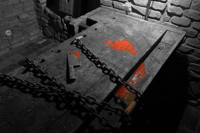 Jsme jednou z nejlépe hodnocených únikových her v Brně. Farnost Warmhill vyniká propracovaným game-designem, unikátní atmosférou a poutavým ponurým příběhem.