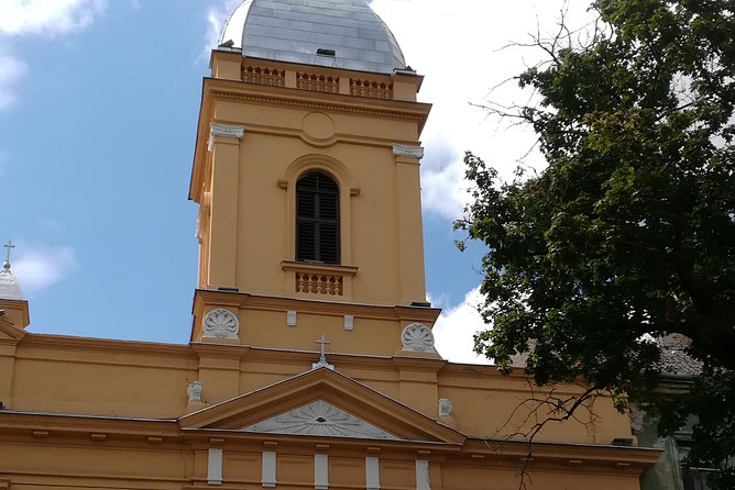 We shall see the Old Town with it´s famous areas: Unirii Square, Theresia Bastion, Libertatii Square, Operei Square, Huniade Fortress, Scudier park and then go on towards Saint Mary Square, Roses Park, Queen Mary Park, Millennium Church, Traian Square. This extended tour will cover most of the old areas of the city, you will find out about the events that formed today's Timisoara, from an small fortress to a great city.