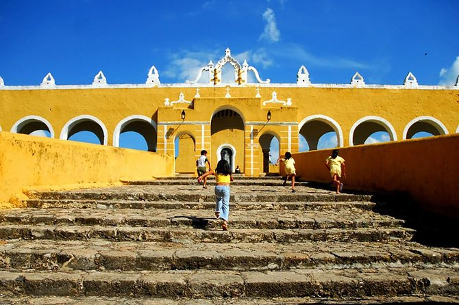 Discover the traditions of Izamal, one of Mexico's Pueblos Magicos (Magic Towns) and a center of religious pilgrimage in the Yucatan. Visit the spacious atrium of a convent on a walking tour with your guide, ride a horse-drawn carriage through the cobblestone streets, and climb the pyramids of El Conejo and Kinich Kakmó.