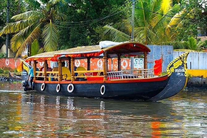 Explore the backwaters of Kerala by Shikara (Covered Canoe Motorized Boat) on a group tour specially designed for cruise ship passengers from Cochin Port. Enjoy a Keralan lunch or Snacks in Alappuzha, and then visit Fort Kochi to see the famous Chinese fishing nets.