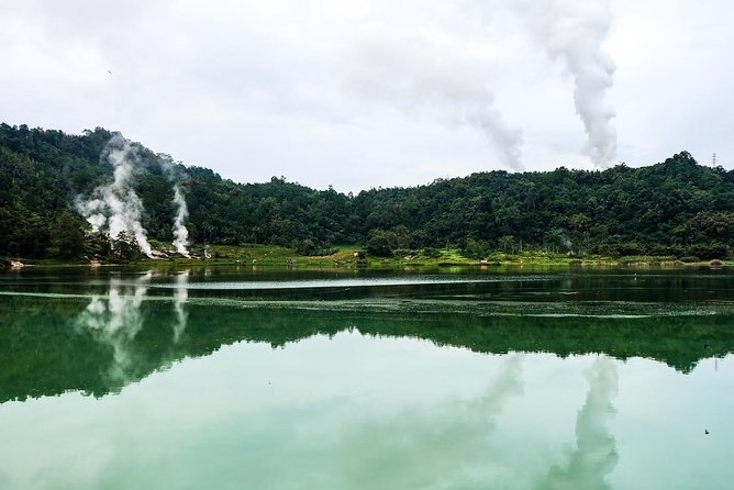 This is the most popular one day trip from Manado to Minahasa. We will make a visit to Woloan Village that famous for its industry in traditional knock-down houses. Then continue towards Linow Lake. Here, you will see various geothermal manifestations such as hot springs, fumarole, and also mud pool. Not so far from Linow Lake there is the biggest lake in North Sulawesi. Lake Tondano has been a site where life cycle of important flora and fauna takes place, and water source that is used for agriculture. Continue to see Watu Pinabetengan, the sacred stone of nine Minahasan tribes. If there's still time left, you have to stop at Tekantelu waterfall and visit Waruga Burial Complexes.