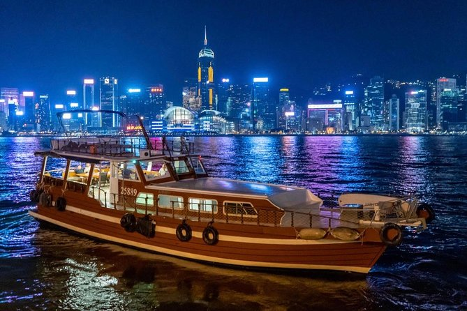 Immerse into Hong Kong's famous night view and Symphony of Lights on a luxurious classic cruise with an amazing dinner buffet and free-flow drinks