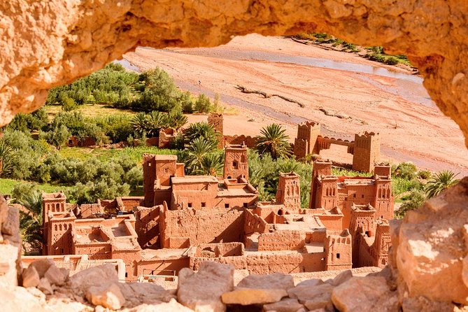 - Enjoy a walk through the High Atlas Mountains and the famous Tizi N'Tichka Pass.<br>- Visit Kasbah Ait Ben Haddou one of the famous architectural heritage of the pre-Saharan region in Morocco.<br>- Discover the charming city of Ouarzazate<br>- Visit the Kasbah Taourirt and Tiffoultoute and the movie studios where Lawrence of Arabia, Asterix and Obelix, Babel, Gladiator, The Mummy ... .. were filmed<br>