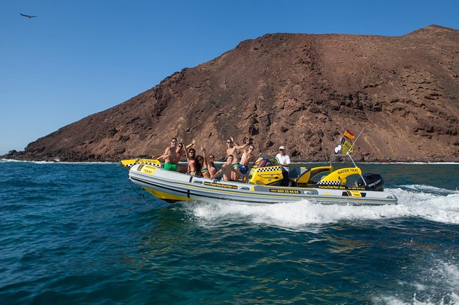 The water taxi to Los Lobos brings you in a short time from Corralejo to Los Lobos what is proxi. 2km away. daily taxi from and to corralejo and the harbour of Los Lobos.