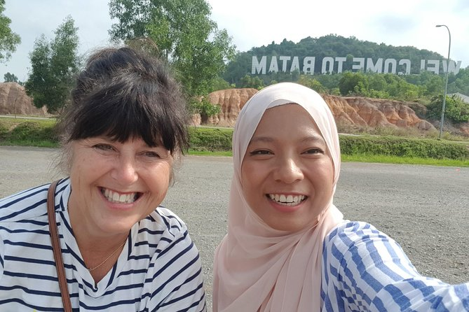 If the travelers are looking for English speaking female guide. Dora is the suitable person who can lead them and assist them during the trip in Batam
