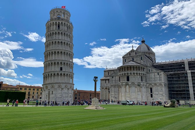Let's visit Firenze and Pisa in 1 day! On board our shuttle bus with our expert excort you will easly let you reach and visit this 2 cities.<br>We grant you the return on time at the cruise ship!<br><br>You can add to your excursion the entrance ticket at the Leonardo Interactive Museum or if you prefer visiting Florence and Pisa on your own you can chose the Low Cost Option that includes only the transfer.