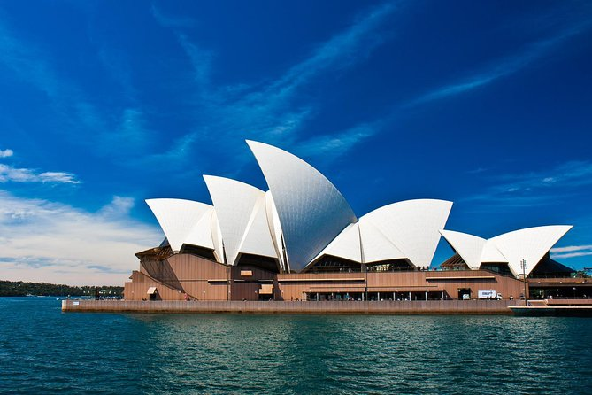 Relax and enjoy the luxury of your own Private Tour with a knowledgeable and friendly local Aussie guide on this 6 hour day tour. <br> • Visit all the main Sydney tourist attractions and sights plus many more that the larger tour buses don't visit. <br> • This tour is perfect for anyone who is in Sydney for a short visit and wants to make the most out of their stay! <br> • Enjoy the sights and attractions at your own pace <br> • Visit all of the famous landmarks including the Sydney Opera House, Harbour Bridge, Bondi Beach, Manly Beach <br> • See Sydney's historic colonial districts <br><br>Being a Private Tour, there is plenty of time to stop and enjoy the scenery. Enjoy a delicious, complimentary morning tea and a stress-free pickup and drop off at your requested location in Sydney including hotels, cruise terminals, airport or other accommodation.
