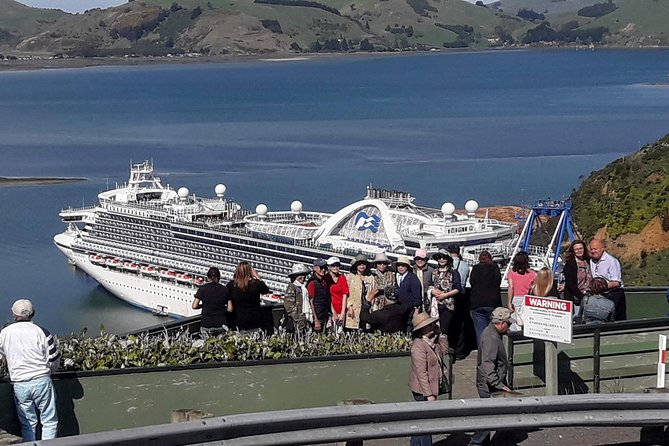 This is a tour by bus around some of the main attractions of Dunedin. It is aimed at cruise ship passengers and only runs on cruise ship days <br><br>The tour stops at all locations mentioned with a chance to get off and have a walk around.<br><br>Comfortable vehicles and a commentary is provided.<br><br>A full refund will be offered if at the conclusion of the tour the customer is dissatisfied with any part of the experience that is within the operator's control so long as the issue is raised first with the operator before any third party. (Subject to tripadvisor complying with operator request)