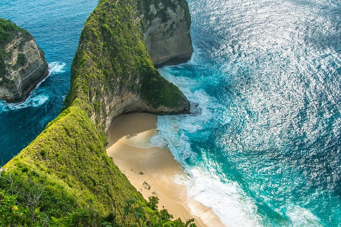 Most popular package chosen by traveler, start visiting the beauty of the western Nusa penida, by visiting the most popular places in nusa penida such as angel's billabong, Klingking Secret Point (T-rex), broken beach, paluang cliff, and ended with relax and revive in crystal bay