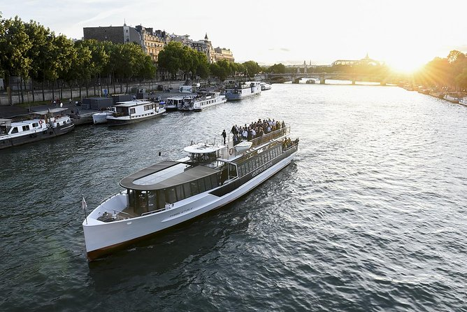 Vedettes de Paris Seine River Cruise: Direct Access E-Ticket, Paris, FRANCIA