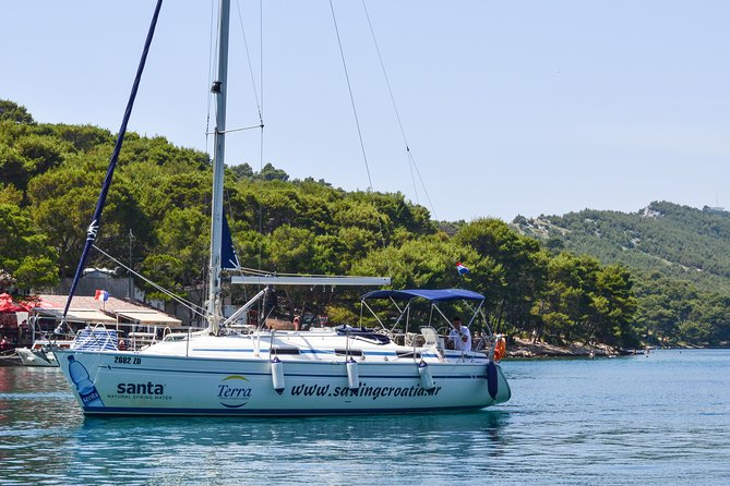 If you want enjoy the sea, sun and wind then this is the right choice for you. Come on this sailing boat and allow yourself to enjoy the unique experience of Zadar's archipelago.