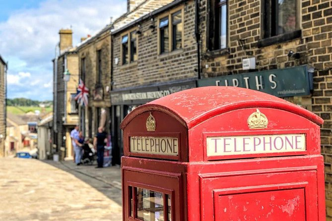 Sit in air conditioned comfort as we take you around the Yorkshire Moors and Dales visiting historic homes, superb engineering projects, and magnificent natural wonders