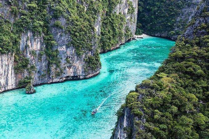 Treasure of Andaman tour includes a total of 11 islands such as phi phi, james bond, maiton island, railay beach, Krabi, bamboo island, Panak island, Hong island and other islands the most full and adventurous tour program you can join. Our tour starts at 6 in the morning so that we will have a more productive day and we guarantee that we will not encounter the crowd of other boats. We guarantee satisfaction.<br>An interesting shine that ever you can seen in located at Railay beach. Shine named as Penis Shine or Princess Cave