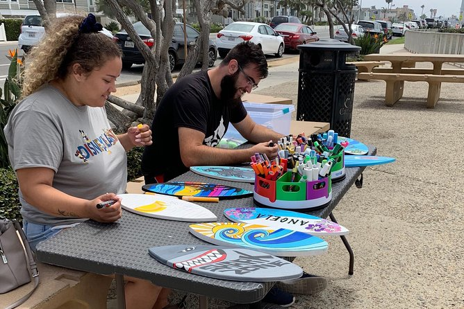 Souvenir Surfboard Paint Party at the Beach, Carlsbad, CA, ESTADOS UNIDOS