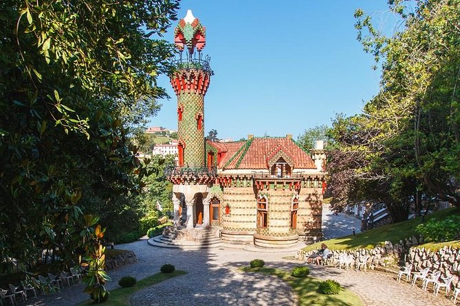 """HIGHLIGHTS <br> • Visit the Mansion known as Capricho de Gaudí <br> • Visit the Major Seminary (optional visit)<br> • Tour around the city to see the Sobrellano Palace, the source of the three pipes and the sculpture """"Ángel Exterminador"""". <br><br>TOUR DETAILS <br> • Departure: 9:30 am <br> • Finish Time: 14:00 pm (approx.) <br> • Pick-up from your city hotel. If outside the city, meeting at our office (C/ Castelar, 49 -39004 Santander), next to """"Palacio de Festivales"""""""