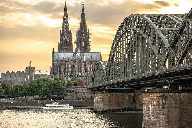 Luxury Car Private Departure Transfer: Cologne city to Cologne-Bonn Airport, Colonia, Alemanha