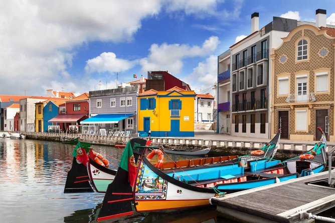 Visit this two cities and live a unique experience. Discover Coimbra, the city of students and visit the oldest University in Portugal. Finish your day on board a Moliceiro Boat, falling in love with Aveiro.