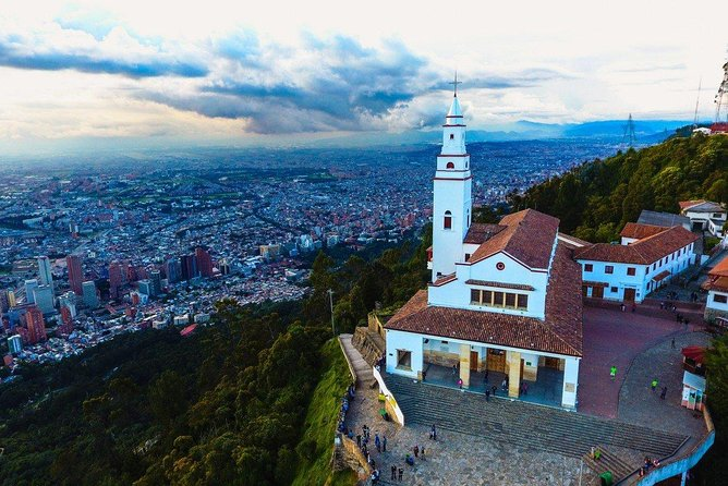 Spend a whole day seeing it all: Colonial houses, fruits, coffee, drug trade and peace process, museums, the whole nine yards! With our private city tour you will have the most complete experiences one could have in Bogotá. Get personalized insights from our expert guide and explore top landmarks of your choice. You'll be able to choose whether you want it to last 5 or 7 hours with Monserrate, Gold Museum and Botero Museum, or 5 hours with either Monserrate or museums. Join us! <br><br>• Historical landmarks in downtown Bogota<br>• Tick off top attractions including Botero Museum, Gold Museum and Monserrate hill (chosen according to length options)<br>• A thorough lesson on Colombian recent history: armed conflict, state and peace process<br>• Local experiences of traditional food tasting: chicha, fruits, sweets and coffee<br>• A day full of contrasts, experiences and memories of Bogotá<br><br>