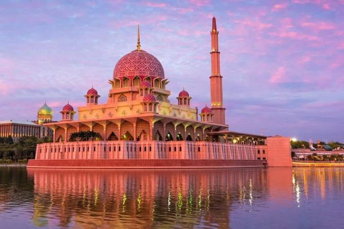 PICK-UP FROM MALACCA CITY HOTELS BY AN AIR-CONDITIONED VEHICLE WITH ENGLISH SPEAKING PROFESSIONAL DRIVER AND EN-ROUTE MALAYSIA ADMINISTRATIVE CAPITAL PUTRAJAYA (PHOTO-STOP ONLY) DROP-OFF AT KUALA LUMPUR INTERNATIONAL AIRPORT (KLIA1 / KLIA2).<br><br>PICK-UP AT 11PM TO 6AM 50% SURCHARGE APPLY.