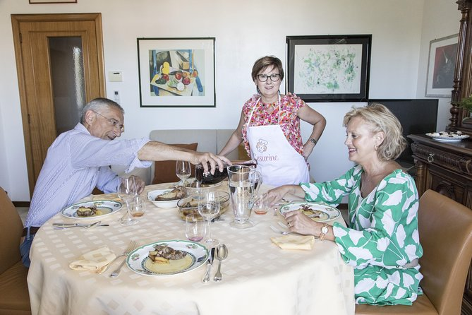 Local Market Tour and Dining experience at a local's home in Ascoli Piceno, Ascoli Piceno, Itália