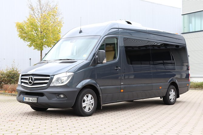 Private Sightseeing Tour with our Minibus 8-seater, Hamburgo, ALEMANIA