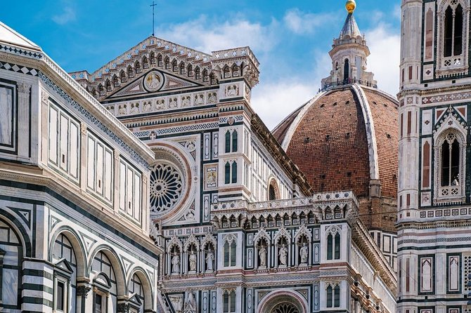 After meeting your tour leader at the meeting point, you will start the trip to one of the most beautiful and famous cities worldwide: Florence! Discover this Tuscan paradise and let yourself be enveloped by the art and history that you will find in each of its alleys.<br>The day will start with a tasting of delicious typical Tuscan products, the perfect way to gather the energies before your visit! <br>In your free time, you can admire the majesty of the Duomo, one of the most impressive buildings in Italy. Walk through the most beautiful squares such as Piazza Repubblica and Piazza della Signoria. Travel through time while taking photos at the Ponte Vecchio, one of the most beautiful and treasured symbols of the city!<br>In Florence, you will find some of the most recognized pieces of art, such as Michelangelo's David. If you want to appreciate the original, you can visit the Accademia Gallery, where you can see this and other brilliant works of art.