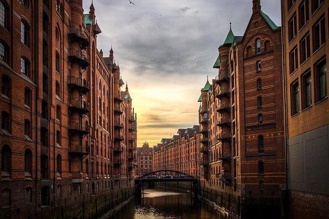 Round Trip Private Transfer: Hamburg Airport HAM to Hamburg City by Business Car, Hamburgo, Alemanha