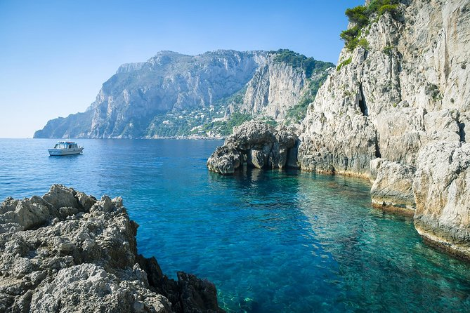 See Capri from Winter to Spring on a Private Boat Excursion from Amalfi, Amalfi, ITALIA