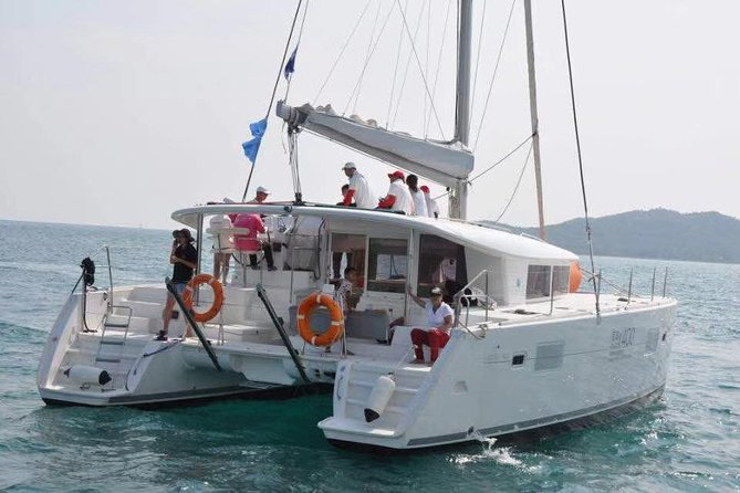 Experience ocean sailing with the only Catamaran in Sanya, great experience to operate your catamaran with the help of your captain. You will pass by Sanya Deer Park, Sanya Harbour and Sanya Phoenix Island