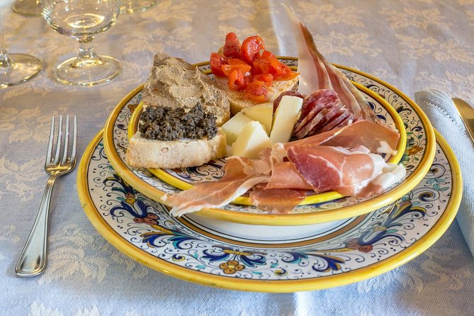 Professional 6 Wines Tasting with Regional Appetizers in a Local's home - Alba, Langhe-Roero y Monferrato, ITALIA