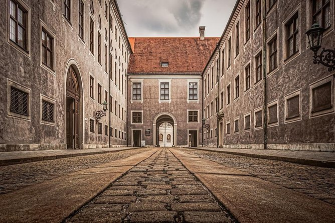Private Munich Central Station Arrival Transfer to Munich City by Luxury Van, Munique, Alemanha