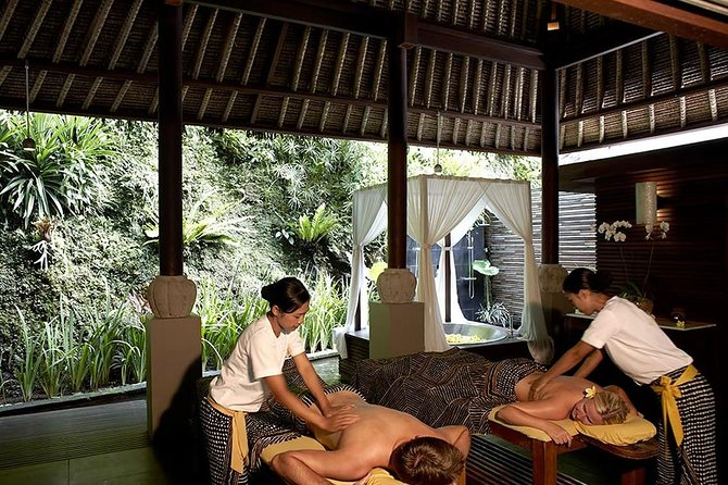 • Pamper yourself at one of Bali's 5-star resorts in Ubud, the winner of multiple awards<br>• Treat yourself to a selection of relaxing treatments: masks, massages, facials and more<br>• Indulge in the ultimate luxury as you are enjoying your massage in a private pavilion with a view<br>• Recharge and re-energize your body and mind before moving on with your island adventures<br>• Choose between three packages: a chocolate body mask, Balinesse Massage or Riverside Special Massage<br>