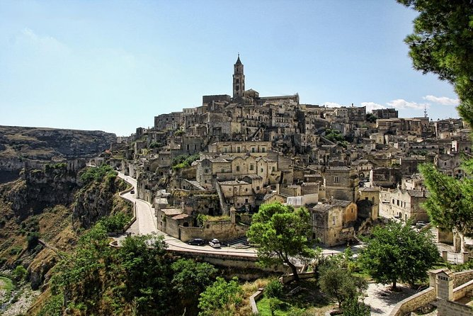 Private tour & transfer that will allows you to visit Matera departing from Bari. With this tour you'll discover the fascinating Murgia Materana Park with a panoramic car tour