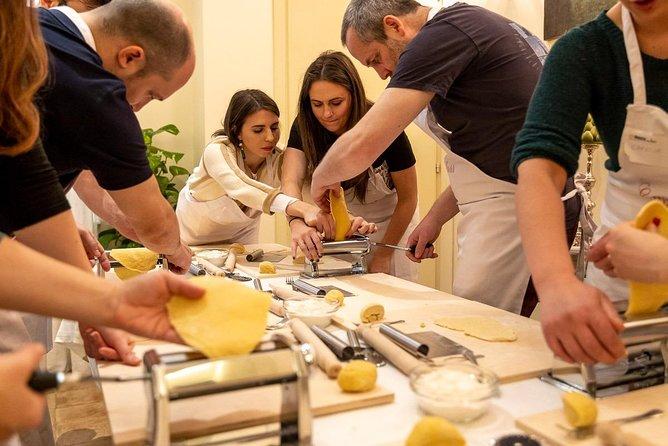 Private Tagliatelle Masterclass at a Cesarina's home with tasting in Bologna, Bolonia, ITALIA