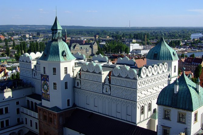 We prepared with high precision and special for you a unique program of tour. During this tour you will explore the top attractions, the most famous places which are full of history and culture. Learn about the powerful Duchy of Pomerania, look around their fantastic Dukes' Castle and admire magnificent views from Wały Chrobrego Promenade.<br>You will be led by licensed guide who has many-years of experience and they are the best in all country! All of it will make this tour very unforgettable.