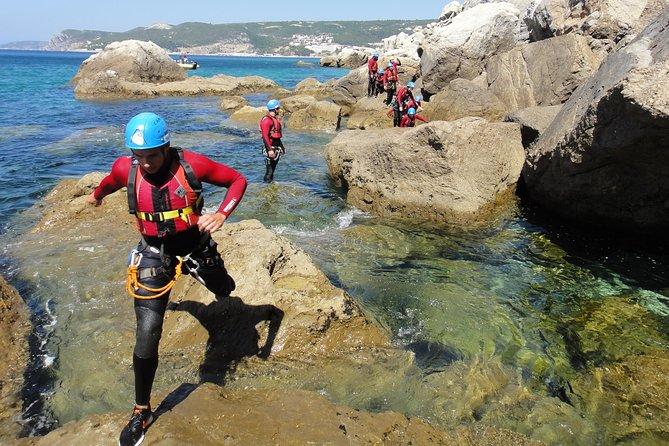 Coasteering no Parque Natural da Arrábida (Região de Lisboa), Distrito de Setúbal, PORTUGAL