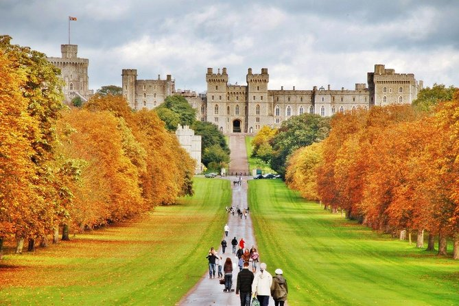 Book a hassle-free transfer with this private door-to-door service. This is a private transfer from Windsor Castle to Central London. A driver will pick you up at Windsor Castle and escorts you safely to your hotel. This private transfer service can also be booked as a departure transfer from the city centre to Windsor Castle. Choose from a range of vehicle sizes to suit the size of your group. Experience security, timeliness and comfort, relax and enjoy your trip from the moment you arrive at your destination. <br><br>• Stress-free transfer <br>• Door-to-door service with professional driver <br>• A driver meets you at designated meeting point of the airport or at your hotel <br>• Perfect for families or small groups<br>• Private transfer for groups of 1 to 8 passengers <br>• Choose from an arrival or departure private transfer or book both<br>• Instant Confirmation <br>• Excellent value for money<br>