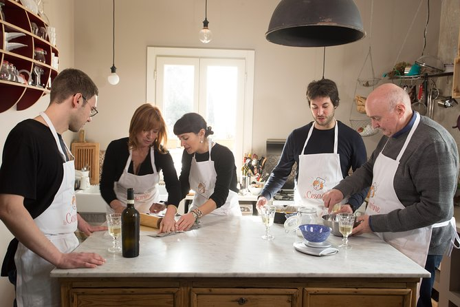 Private cooking class at a Cesarina's home with tasting in Siracusa, Siracusa, Itália