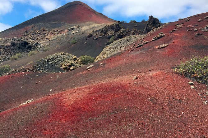 Activity with small groups.<br>Protected areas from the Eruptions of Timanfaya with limited visits.<br>Nature and history on the same trip.